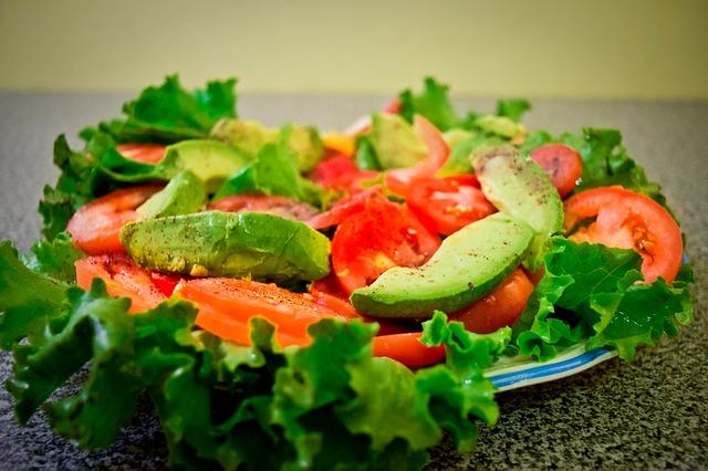 How to make a salad with avocado:
